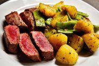 При приготовлении блюд на сковороде-гриль не забывайте включать вытяжку или открывать окна.