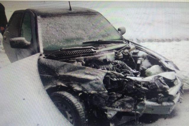 В результате ДТП пострадала 57-летняя женщина, которая находилась в автомобиле ВАЗ-21703.