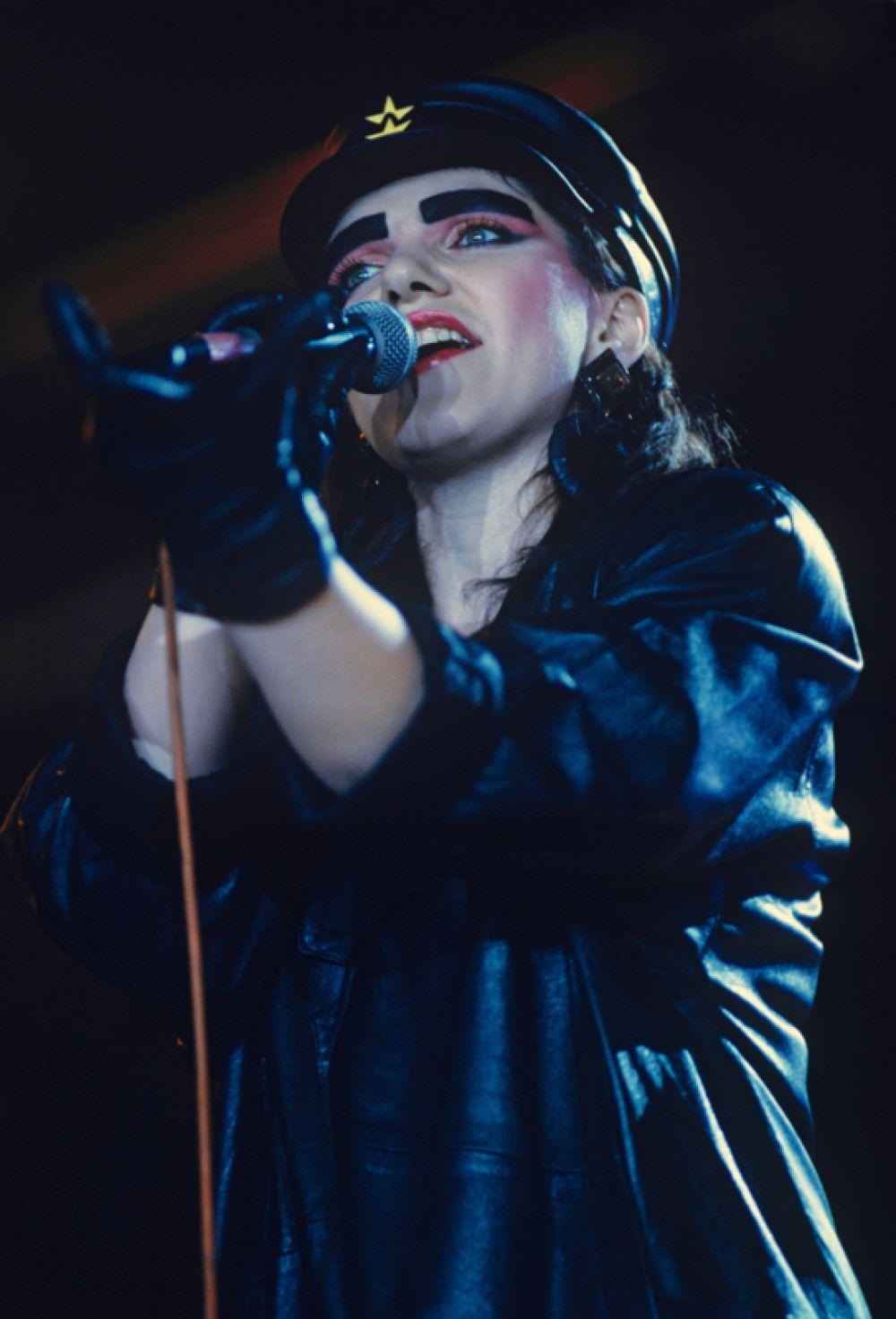 Певица Жанна Агузарова во время международного рок-фестиваля в Лужниках в Москве, 1989 год.