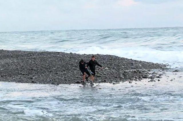 Унесённые штормом. В Черном море продолжаются поиски двух школьников