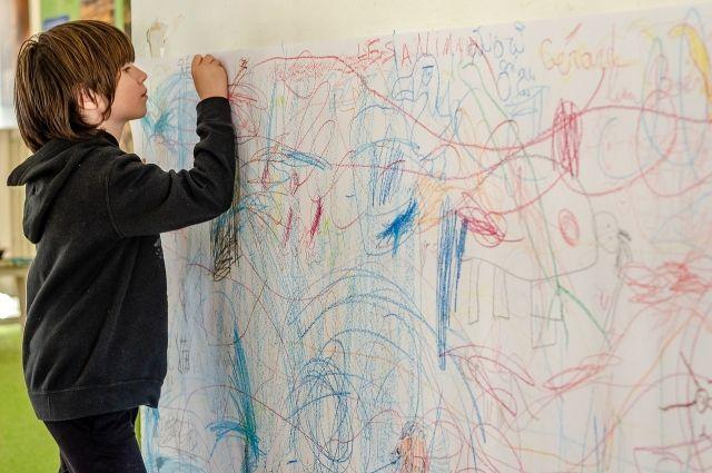 В Тюмени мальчик продал свои картины, чтобы погасить долги по ипотеке