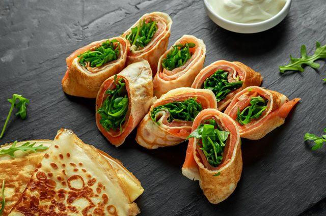С курицей, шпинатом или сыром. Готовим блинчатые пирожки на Масленицу