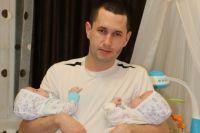 Житель Казани остался с детьми на улице после того, как супруга умерла во время родов. Расследованием смерти многодетной матери занимается СКР.