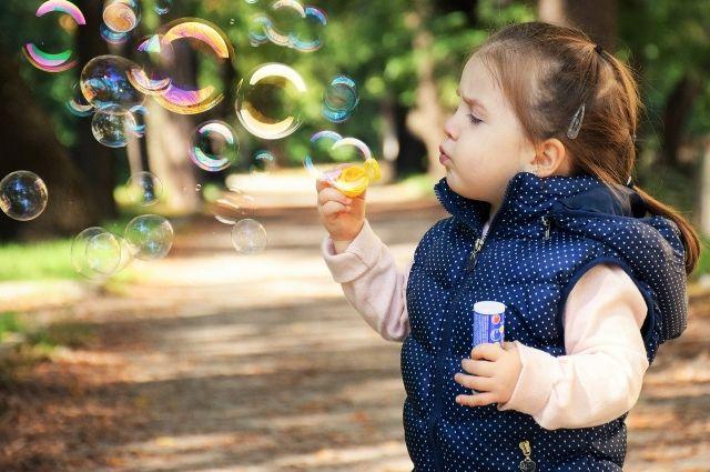 Минтруд объяснил порядок назначения выплат на первого и второго ребенка