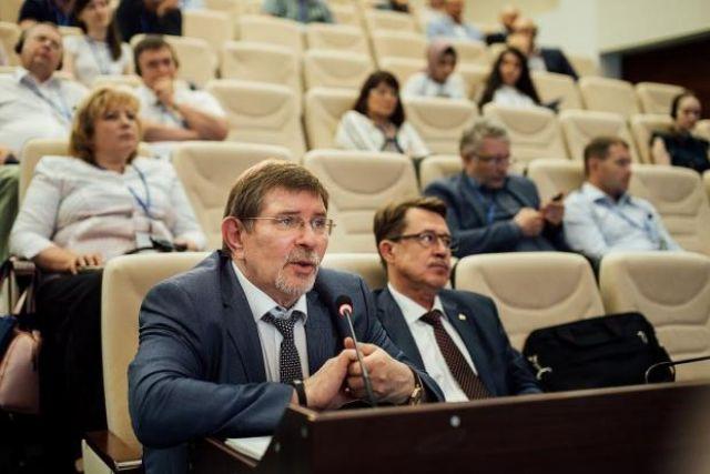 Хирург НМИЦ имени академика Е.Н.Мешалкина Александр Чернявский до назначения около года исполнял обязанности директора клиники.