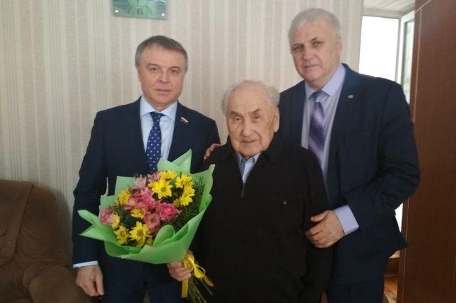 Николай Брыкин навестил ветеранов ВОВ в Заводоуковске и вручил им подарки