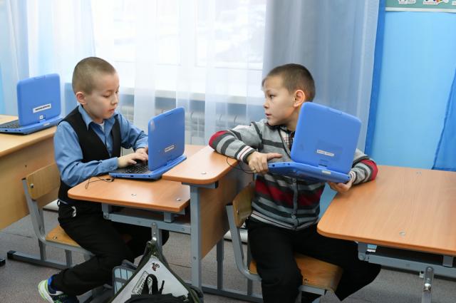 Дети занимались в классе.