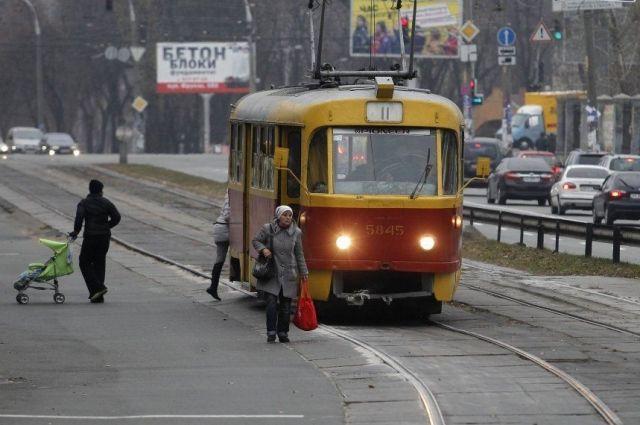 В столице задерживается движение трамваев и троллейбусов: причина