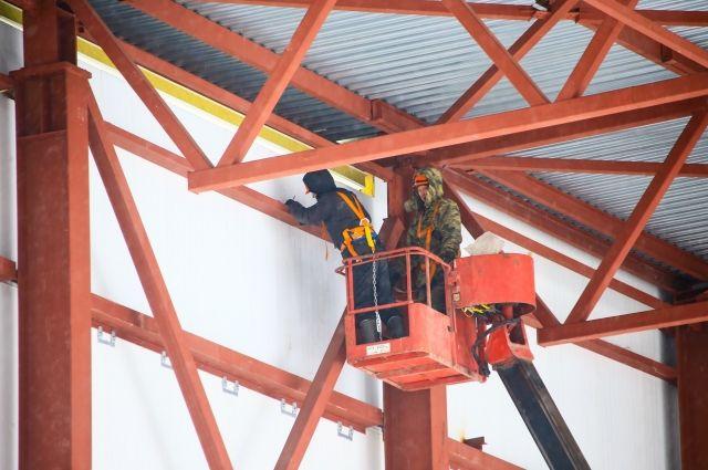 Строители обещают завершить все работы к августу.