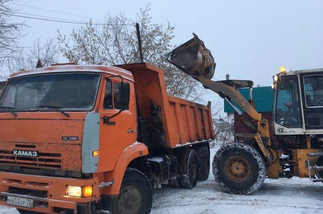 Тюменским УК напомнили о своевременной уборке дворов от снега