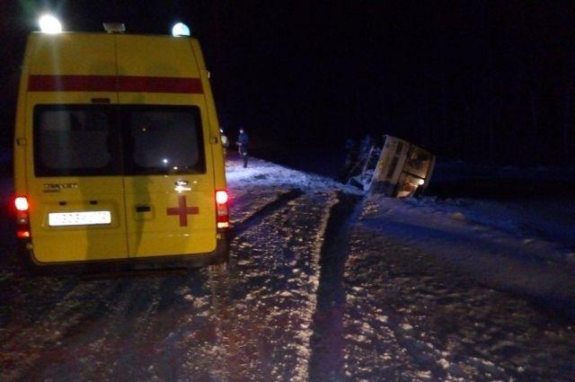 На тюменской трассе автобус с пассажирами попал в ДТП