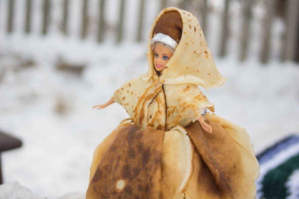 Кстати, блины никогда не были у славян символом солнца. Их появление на масленицу связано с культом поминания предков, и зимне-весеннего умирания-возрождения природы и человека.