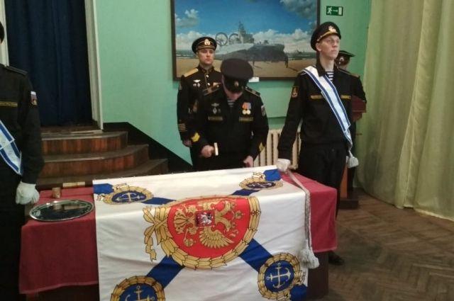 В Балтийске новое знамя получил отряд борьбы с подводными диверсантами