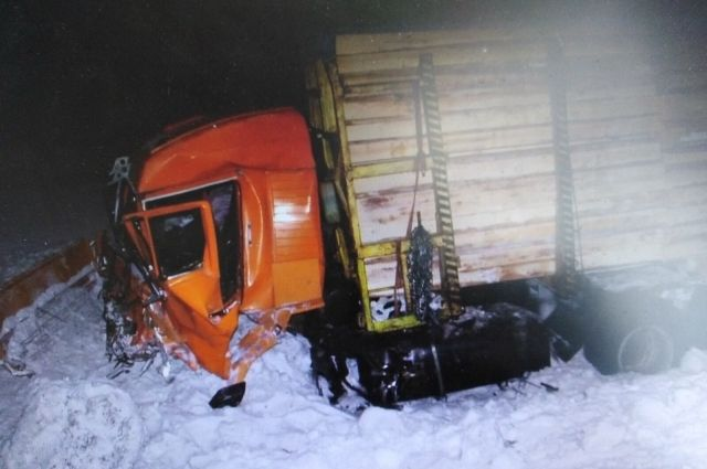 Колесо от этого ДТП стало причиной ещё одной аварии.