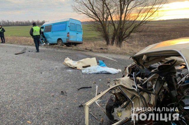 Под Днепром произошло смертельное ДТП с участием трех автомобилей