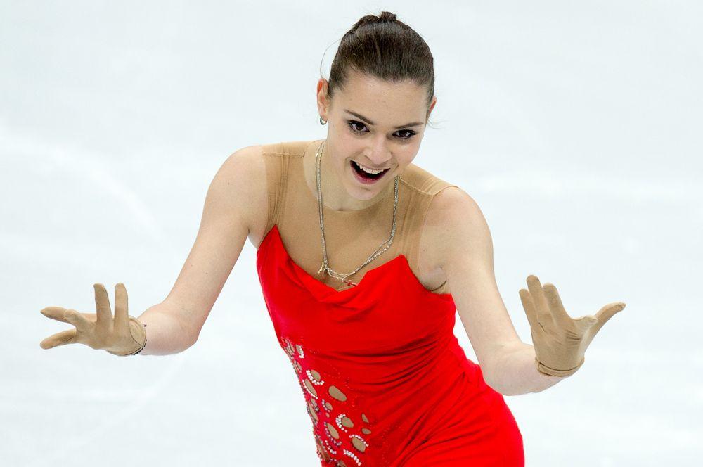 Аделина Сотникова выступает в короткой программе женского одиночного катания на чемпионате России по фигурному катанию в Сочи. 2013 год.