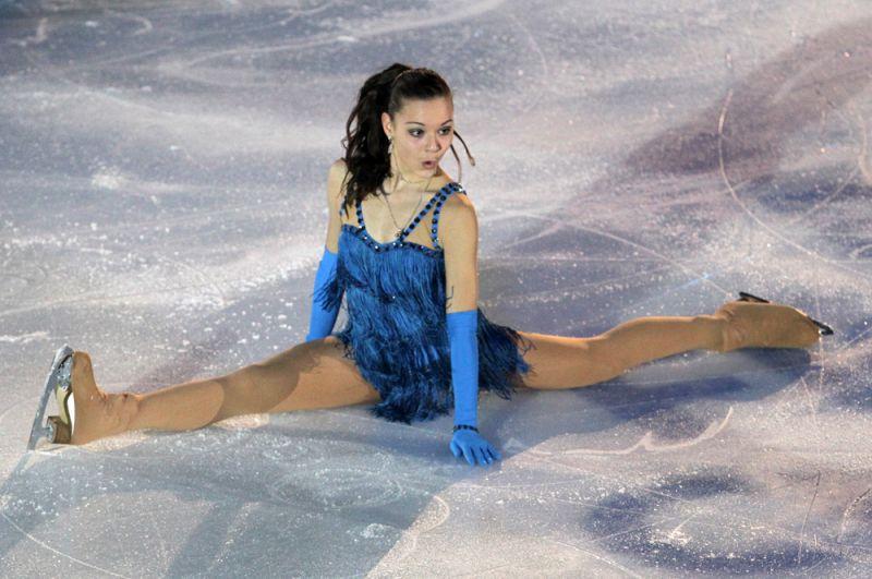 Россиянка Аделина Сотникова во время показательного выступления на чемпионате Европы по фигурному катанию в Загребе (Хорватия). 2013 год.