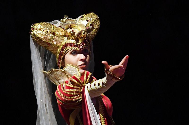 Фигуристка Аделина Сотникова выступает в ледовом шоу «Спящая красавица. Легенда двух королевств» в Москве. 2019 год.