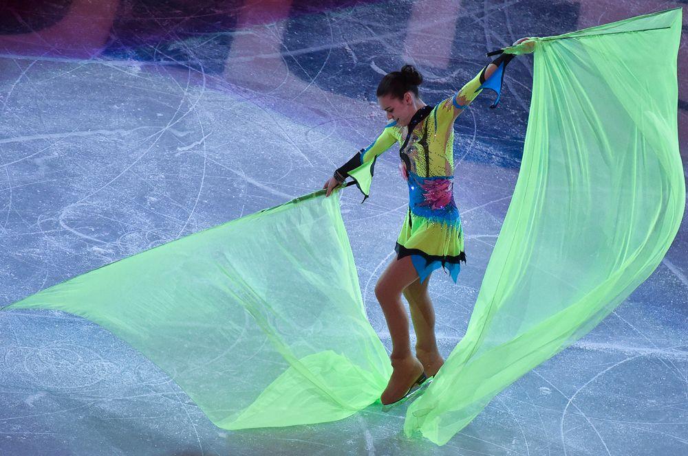 Аделина Сотникова во время показательного выступления на XXII зимних Олимпийских играх в Сочи. 2014 год.