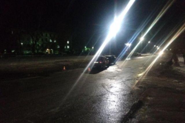 В Оренбурге 17-летняя пассажирка Mercedes получила травмы в ДТП.