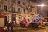В центре Одессы горел жилой дом: пострадал спасатель
