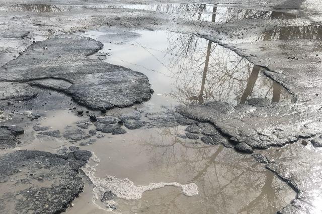 Дороги требуют ямочного ремонта.