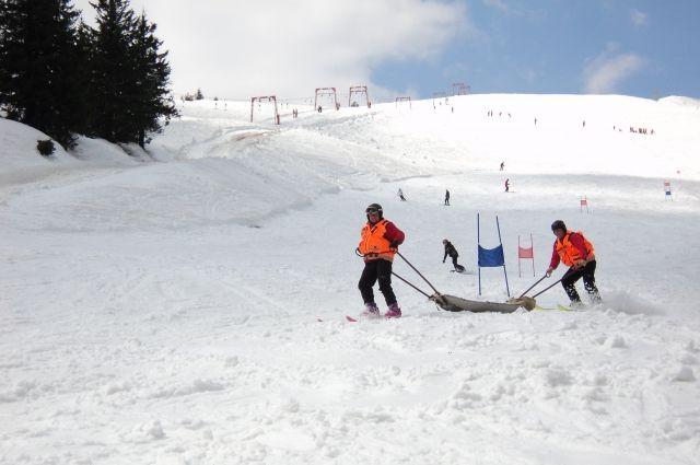 На Закарпатье турист на сноуборде влетел в канатную опору и погиб