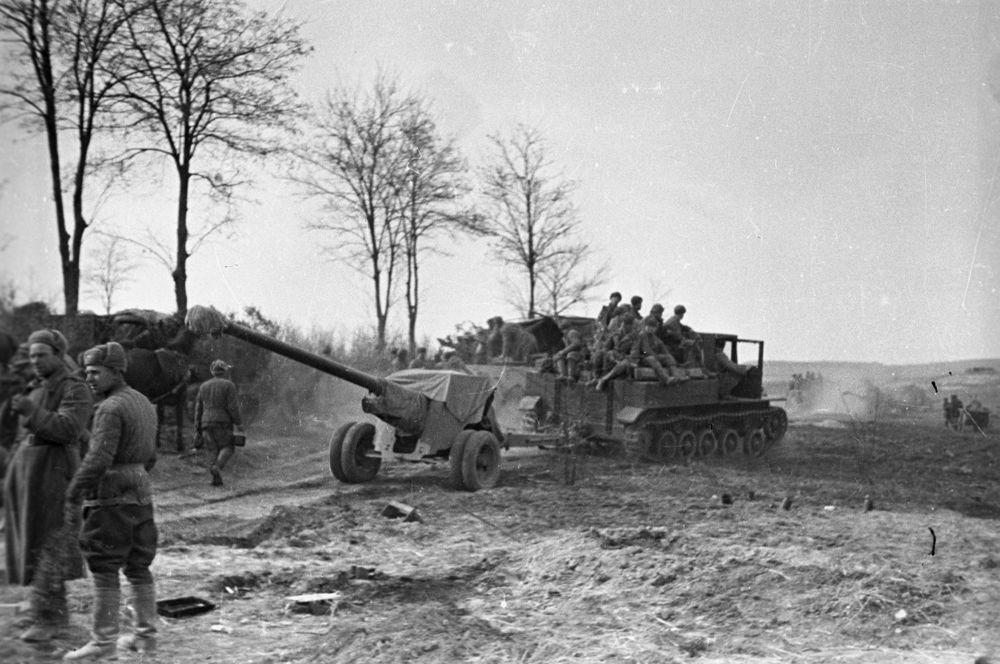 Артиллерия 4-ой гвардейской армии сосредотачивается в районе озера Балатон.