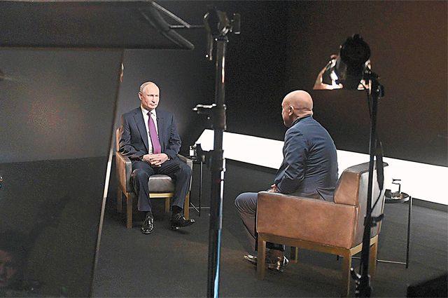 Беседа Владимира Путина с Андреем Ванденко отличается от предыдущих интервью президента как продолжительностью, так и необычным форматом, более привычным для молодёжной аудитории.