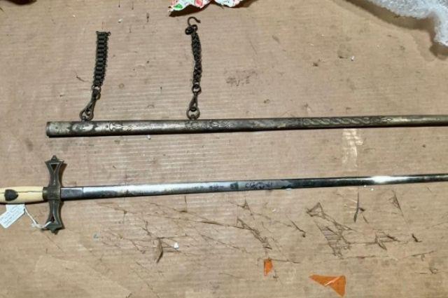 Киевская таможня обнаружила масонский ритуальный меч в почтовом отправлении