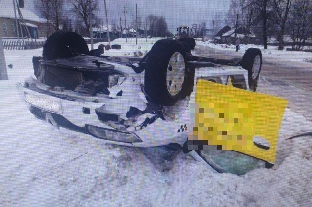 Машина получила механические повреждения.