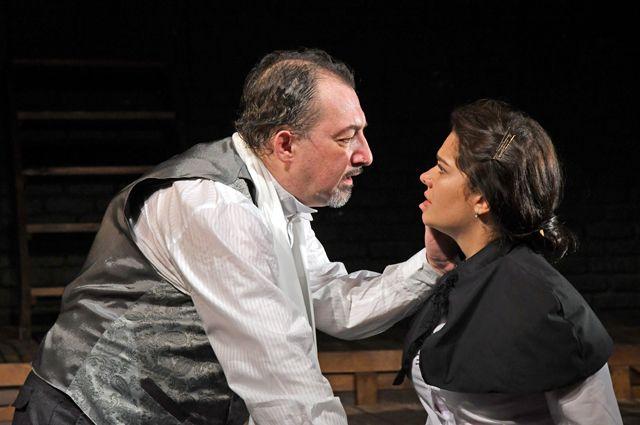 Владимир Бондаренко в спектакле «Свидригайлов» играет ещё одну драматическую историю любви.