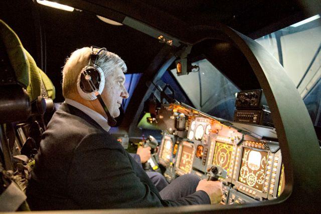 Губернатор попробовал свои силы за штурвалами тренажёров – «полетал» над Чёрным морем и Сочи и даже «сбил» один вражеский вертолёт.