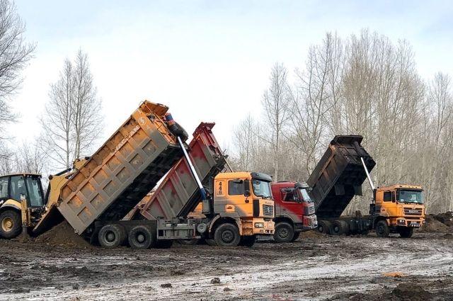За зиму на прибрежный участок вблизи поселка привезли 15 000 тонн