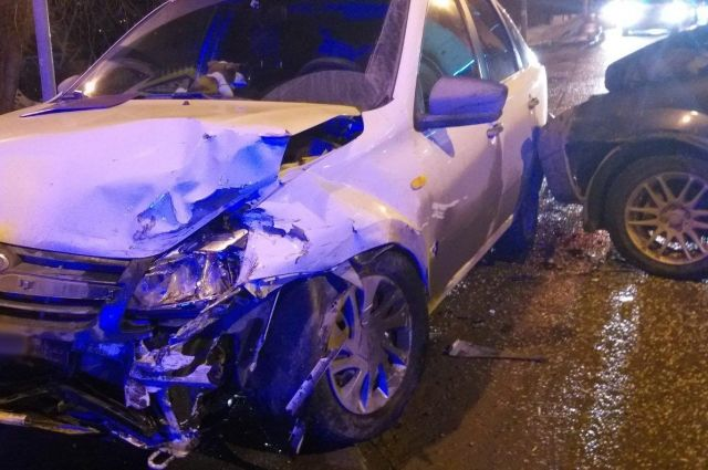В Ижевске женщина и двое детей пострадали при столкновении легковушек