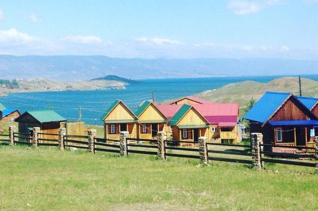 Сколько всего гостиниц принимает туристов на берегу Байкала, точно не знает никто.