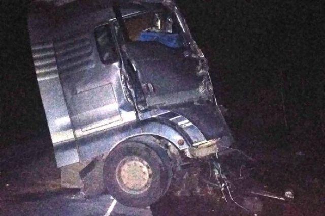 В Черниговской области из-за лобового столкновения фур погибли оба водителя