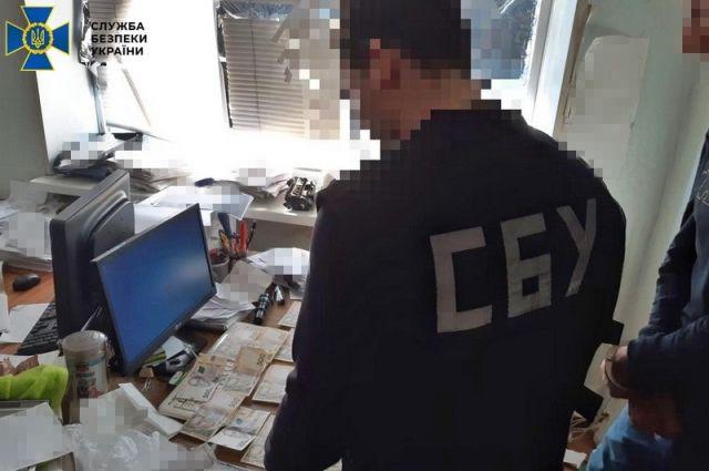 Второй раз за год:  в Полтавской области госисполнитель погорел на взятке