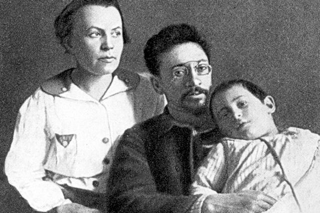 К. Новгородцева, Я. Свердлов и их дочь Вера.