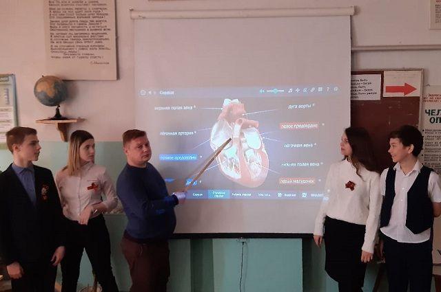 Михаил Щербатюк старается пробудить в детях интерес к науке