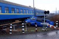 В Закарпатской области маршрутка врезалась в поезд: есть пострадавшие