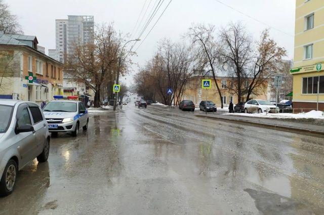 Мужчину сбили на улице Плеханова.