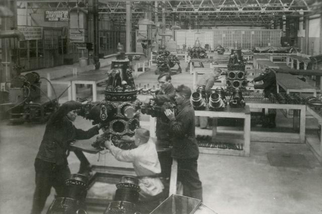 В годы войны на моторостроительном заводе производили по 20 моторов в день.