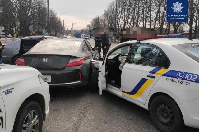 В Борисполе во время преследования водителя пострадали трое полицейских