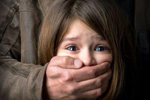 В Харьковской области педофил развращал девочку: приговор суда