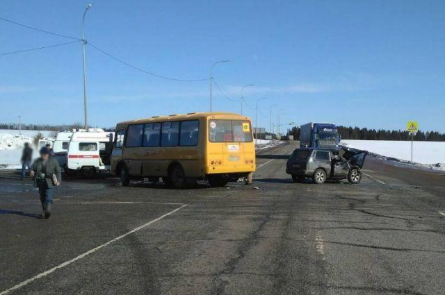 В Удмуртии в ДТП с автобусом один человек погиб и пятеро пострадали