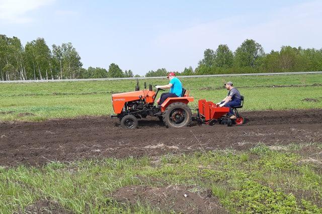Универсальная техника - отличное подспорье для фермера.