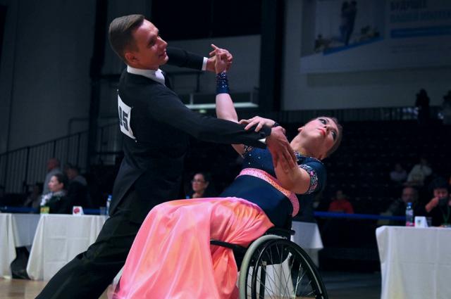 Спортсмены из ЯНАО стали членами сборной РФ по танцам на колясках