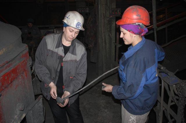 На землеприготовительном участке – в самом сердце литейного цеха ПАО «Сиблитмаш» – трудятся практически одни женщины.