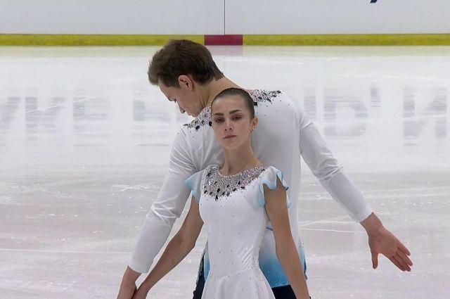 Аполлинария Панфилова и Дмитрий Рылов выиграли золотые медали в соревнованиях спортивных пар.